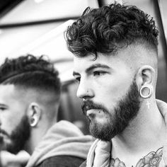 Popular Men's Hairstyles + Haircuts - New Trend Hair Styles Undercut Curly Hair, Undercut Men, Curly Hair Cuts, Short Curly Hair, Curly Hair Styles, Undercut Pompadour, 4c Hair, Mens Modern Hairstyles, Popular Mens Hairstyles