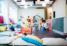 Plameta Invisible, es un lugar para disfrutar con niños, de un rico café con tarta, mientras ellos se divierten en una espectacular zona de juegos.