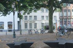 biskajer bruges | Front of the hotel in the square
