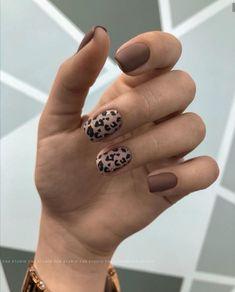 Stylish Nails, Trendy Nails, Cute Nails, Lilac Nails With Glitter, Bio Sculpture Gel Nails, Leopard Nails, Almond Acrylic Nails, Grunge Nails, Minimalist Nails
