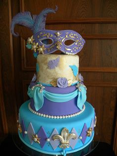 not quite the colors, but it is still a lovely Mardi Gras cake . I actually LOVE these colors Pretty Cakes, Cute Cakes, Beautiful Cakes, Amazing Cakes, Crazy Cakes, Fancy Cakes, Unique Cakes, Creative Cakes, Fondant Cakes
