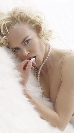 Nicole Kidman / pearls