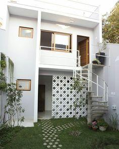 Best home bedroom loft 43 ideas Minimalist House Design, Small House Design, Home Room Design, Minimalist Home, Home Interior Design, Studio Interior, Interior Livingroom, French Interior, Interior Walls