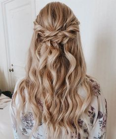 Discover recipes, home ideas, style inspiration and other ideas to try. Wedding Hair Pins, Wedding Hair Down, Wedding Beauty, Down Hairstyles, Girl Hairstyles, Wedding Hairstyles, Star Wars Wedding, Hair Looks, Hair Inspo