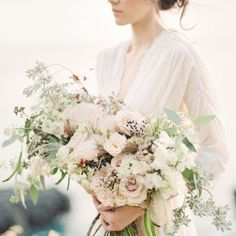 Oahu based Passion Roots used these pales tones to create a stunning bouquet!