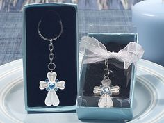 White cross keychain with blue crystals   hotref.com