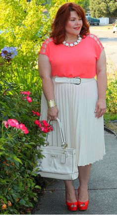 This Lady Has Super Cute styled Outfits For plus size Inspiration!