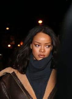 Rihanna in Paris Brown black queens girl in Paris tower Best Of Rihanna, Mode Rihanna, Rihanna Riri, Rihanna Style, Rihanna Outfits, Leonardo Dicaprio, Jenifer Lawrence, Divas, Bad Gal