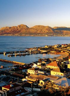 Cape Town - On the finest all year round Nordic Walking Peninsula in the World Beautiful Places To Visit, Great Places, Places To See, Top Honeymoon Destinations, Honeymoon Ideas, Travel Pictures, Travel Photos, Clifton Beach, Le Cap