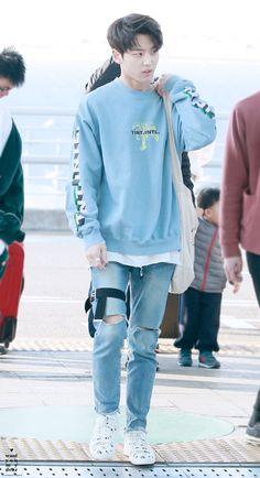 i'm your pentagon Kpop Fashion, Mens Fashion, Airport Fashion, Yg Trainee, Pentagon Hongseok, How To Speak Korean, Nct Dream Jaemin, Hipster Grunge, Moving To China