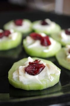 Cranberry Topped Cheese and Cucumber Crackers // low carb, quick, fresh and healthy via green lite bites #appetizer #snackattack #laughingcow