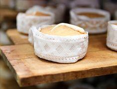 Una torta del casar para gobernarlos a todos Spanish Cheese, Camembert Cheese, Dairy, Food, Gastronomia, Bread Cake, Raw Milk, Food Cakes, Essen