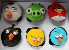 Cupcakes Take The Cake: Angry Birds Cupcake Appreciation Post different cupcake ideas Cute Food, I Love Food, Mini Cakes, Cupcake Cakes, Cupcake Ideas, Cup Cakes, Cupcake Art, Cumpleaños Angry Birds, Angry Birds Cupcakes