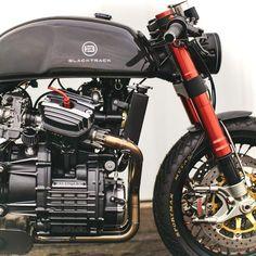 Cafe Bike, Cafe Racer Bikes, Cafe Racer Motorcycle, Moto Bike, Motorcycle Design, Motorcycle Gear, Vintage Cafe Racer, Custom Cafe Racer, Cx500 Cafe Racer