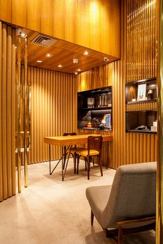 estúdio chão has unveiled its design for mariah rovery's debut jewelry store in são paulo that employs three distinct materials: brass, wood and cardboard.