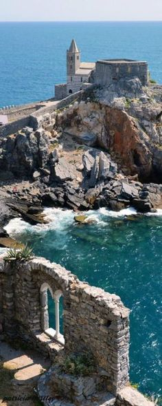 4 tips to consider while hiking at Amalfi coast. Read more here - https://www.benvenutolimos.com/blog/4-tips-consider-hiking-amalfi-coast/ #travel #amalficoast #italy