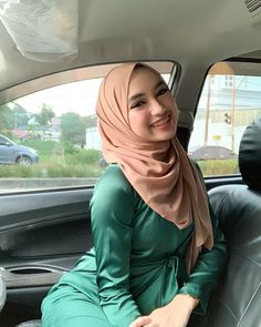 Beautiful Muslim Women, Beautiful Hijab, Beautiful Indian Actress, Batik Kebaya, Kebaya Dress, Muslim Fashion, Hijab Fashion, Islamic Girl, Girl Hijab