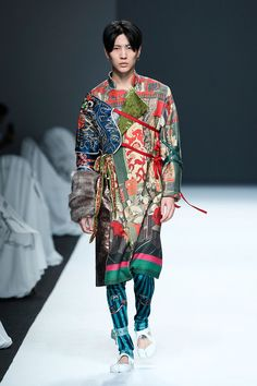 Oriental Fashion, Ethnic Fashion, Kimono Fashion, Couture Fashion, Runway Fashion, Inspiration Mode, Crop Top Shirts, Fashion Project, China Fashion