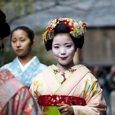 https://flic.kr/p/7wzSpX | Hatsuyori 2010 #19 | Maiko (apprentice geisha) Ayano 彩乃 Explored  View On Black