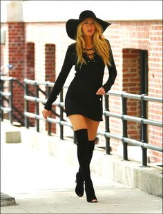 in Boots: Blake Lively in Thigh High Boots. Photo Shoot for Lucky Magazine. NYC, Celebrities in Boots: Blake Lively in Thigh High Boots. Photo Shoot for Lucky Magazine. NYC, in Boots: Blake Lively in Thigh High Boots. Photo Shoot for Lucky Magazine. Gossip Girl Outfits, Gossip Girl Fashion, Gossip Girl Style, Gossip Girl Dresses, Estilo Serena Van Der Woodsen, Tomboy Mode, Style Blake Lively, Blake Lively Outfits, Blake Lively Gossip Girl