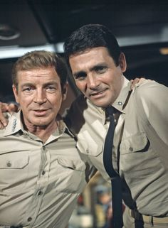 Voyage to the Bottom of the Sea (series) Richard Basehart David Hedison Top Tv Shows, Sci Fi Tv Shows, Great Tv Shows, Movies And Tv Shows, Richard Basehart, The Lone Ranger, Vintage Tv, Cultura Pop, Classic Tv