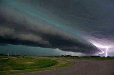 Wisconsin; shelf cloud and lightening