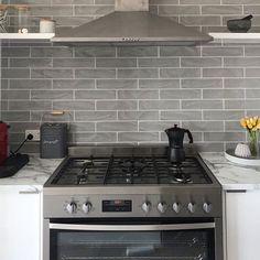 Another Happy National Tiles Customer! @emilyhamilton84 chose our Whoosh Smoke Grey Gloss Subway to achieve this superb splashback! Only…