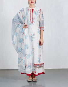 Buy designer kurtas for woman online. Get your hands on our latest collection of kurtis for women and ladies. Check ogaan for your kurtis online shopping at best price. Plain Dress, Indian Salwar Kameez, Kurta Designs Women, Vogue India, Floral Stripe, Indian Wear, Fashion Details, Indian Fashion, Kurti