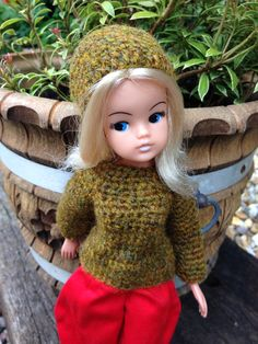 Jumper and beanie crochet in vintage pure wool. The jumper has one press fastener to the back neck.