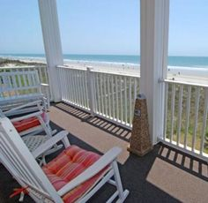 Atlantis Villas 101 is a huge 6 bedroom vacation rental on the oceanfront in North Myrtle Beach! With room for 20 these villas are perfect for family reunions. Link in Bio.  #Family #FamilyVacation #NorthMyrtleBeach #BeachLife #MyrtleBeach #BestViewontheBeach #ElliottBeachLife #AtlantisVillas #OceanViewoftheDay #ViewoftheDay #VOTD