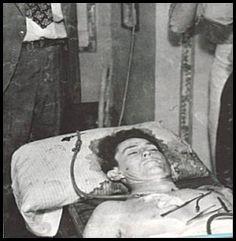 「james dean body after crash」の画像検索結果 Bonnie And Clyde Bodies, Bonnie And Clyde Car, Bonnie Parker, Brandon Lee, Bruce Lee, James Dean, Mafia, Titanic Wreck, Elizabeth Parker