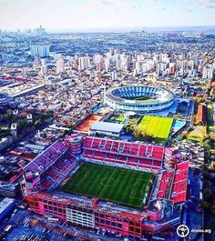 2017 Club Atlético Independiente de Avellaneda y el estadio de Racing. (2 rival teams/stadiums only 2 blocks away from each other)