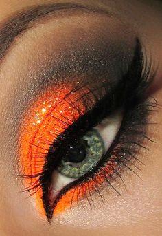 Halloween eye make-up orange and black Makeup Inspo, Makeup Inspiration, Beauty Makeup, Hair Makeup, Makeup Art, Fall Eye Makeup, Witch Makeup, Clown Makeup, Skull Makeup