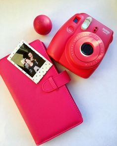 It's easy to find the perfect photo album for Instax Mini 8 Raspberry camera 🌺It's pink, it's cute and and it holds 120 photos ✨Shop link in bio 📸 . Instax Mini 8 Pink, Instax Mini Ideas, Polaroid Instax Mini, Polaroid Photo Album, Instax Mini Album, Instax Mini Film, Instax Camera, Polaroid Camera, Fujifilm Instax Mini