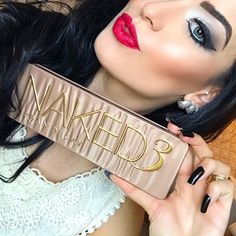 Tá aí a tão pedida paleta de sombras que vocês sempre me pedem nas minhas fotos, bom meninas a NAKED 3 é a minha preferida, uso as cores dela para todas as ocasiões! Vocês encontram na @dpresentesimportados e com o melhor preço, uso e super recomendo, produtos originais e de ótima qualidade! - - - - #make #maquiagem #vaidosa #cuidadoscomapele #makeup #makeuplover #cuidadosdiarios #beleza #makeupoftheday #tutorial #makeupaddict #mua #makeupbyme #makeover #makeupblogger