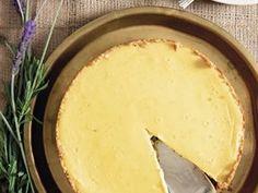Gebakte pekanneutkaaskoek met karamelsous en frambose Peppa Pig, Cake, Food, Kuchen, Essen, Meals, Torte, Cookies, Yemek