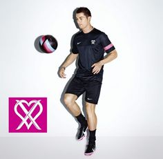 Ronaldo Style-Soccer star Cristiano Ronaldo collaborates with Nike on a new line Cristiano Ronaldo: Collection. Mixing Nike sportswear and performance gear… Cristiano Ronaldo Real Madrid, Cristiano Ronaldo Juventus, Ronaldo Soccer, World Best Football Player, Soccer Players, Soccer Stars, Sports Stars, Nike Images, Soccer