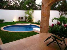 Piscinas pequenas podem ser um diferencial na prat Backyard Water Feature, Small Backyard Pools, Small Pools, Backyard Patio, Outdoor Pool, Indoor Outdoor, Outdoor Living, Outdoor Decor, Swimming Pool Designs
