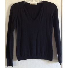 Uniqlo Cotton Cashmere Sweater Good condition. Minor wash wear. Some shrinkage around the bottom hem. Really nice Uniqlo cotton cashmere blend sweater. V-neck front. Long sleeves. Banded hem and cuffs. Some ribbed detail on the shoulders and back of the neck. Size small. +All offers welcome UNIQLO Sweaters V-Necks