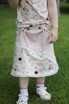 Rocky emi Gr. 56-146, Nähanleitung + Schnittmuster - Nähanleitungen bei Makerist Little My, Apron, Summer Dresses, Sewing, How To Make, Pattern, Super, Style, Fashion