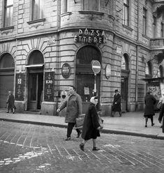 1970-es évek. István út (Landler Jenő utca) Dózsa György út sarok. Budapest Hungary, Jena, Street View, History, Archive, Old Pictures, Historia