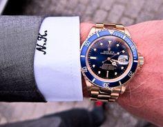 Impresionante Rolex de oro con esfera azul. Lujo en la muñeca.