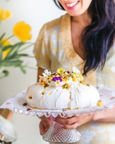 Ihana Mango & Passion Pavlova (G) Most Delicious Recipe, Cupcakes, Pavlova, Nigella, Easy, Fine Dining, Mango, Sweet Treats, Goodies