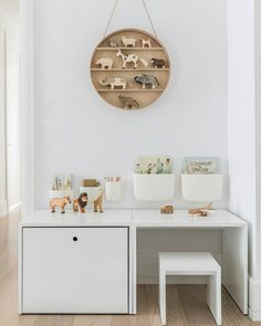 SPACE TO CREATE: Simplicity and organisation lies at the heart of this Sissy and Marley project. Pared-back colours and simple geometric shapes creates a neutral space for kids to take control, learn and play. DESIGN @sissyandmarley | PHOTOGRAPHY @marcoriccastudio