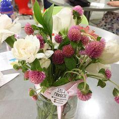 Dia de florir o aniversário de 5 anos da bonequinha Julia  #oitominhocas #arranjofloral #floweroftheday #decoração #festalinda #decoraçãocriativa #maiscor #flornatural