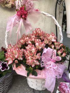 A májuskosár története - SparVirág Eger Floral Wreath, Wreaths, Table Decorations, Home Decor, Floral Crown, Decoration Home, Door Wreaths, Room Decor, Deco Mesh Wreaths