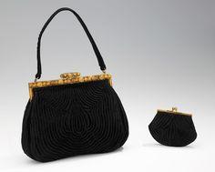 Evening purse, Duizend-Gans, silk, metal, French- ca. Vintage Purses, Vintage Bags, Vintage Handbags, Ringo Starr, 1960s Fashion, Vintage Fashion, Unique Handbags, Beaded Purses, Fabric Manipulation