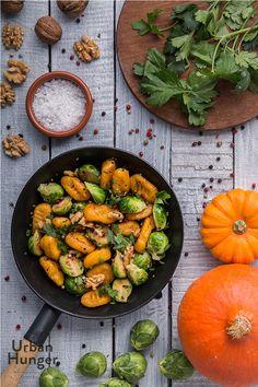 Kürbisgnocchi mit Maronen und Rosenkohl / Pumpkin Gnocchi with Chestnuts and Brussels Sprouts  - mehr zum Rezept auf http://www.urban-hunger.com/cooking-for-friends/kuerbisgnocchi-mit-maronen-und-rosenkohl/