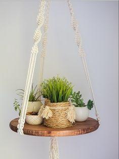 macrame/macrame anleitung+macrame diy/macrame wall hanging/macrame plant hanger/macrame knots+macrame schlüsselanhänger+macrame blumenampel+TWOME I Macrame Natural Dyer Maker Educator/MangoAndMore macrame studio Macrame Projects, Easy Projects, Diy Wooden Projects, Garden Projects, Garden Ideas, Tapetes Diy, Diy Simple, Hanging Table, Hanging Plants