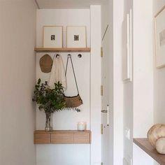 Best Small Entryway Decor & Design Ideas To Upgrade Space 2020 - New ideas Interior Design Living Room, Living Room Decor, Bedroom Decor, Small Mudroom Ideas, Diy Door Knobs, Floating Shelves Bathroom, Front Door Design, Room Doors, Entryway Decor